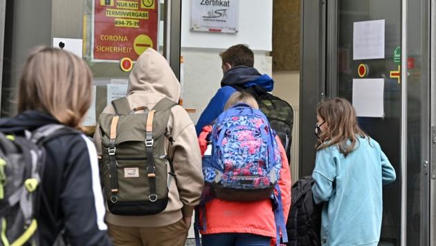 """Die NEOS wollen ab Herbst eine """"befreite Schule"""" ohne Tests und Maske. (Bild: APA/Hans Punz)"""