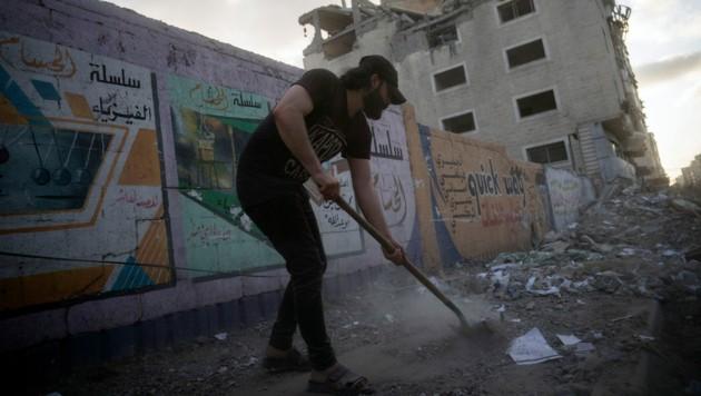 Aufräumarbeiten in der Stadt Gaza während der Waffenruhe (Bild: Associated Press)