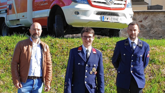 Der wohl jüngste Kommandant Kärntens: Gabriel Seiwald (Mi) mit Stv. Florian Lamprecht und Bgm. Josef Zoppoth. (Bild: Josef Zoppoth)
