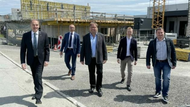 Besuch auf der Baustelle der Firma HP-Trading in Kemeten. (Bild: Christian Schulter)