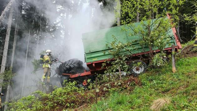 Das Fahrzeug stürzte brennend ab. (Bild: zoom.tirol)