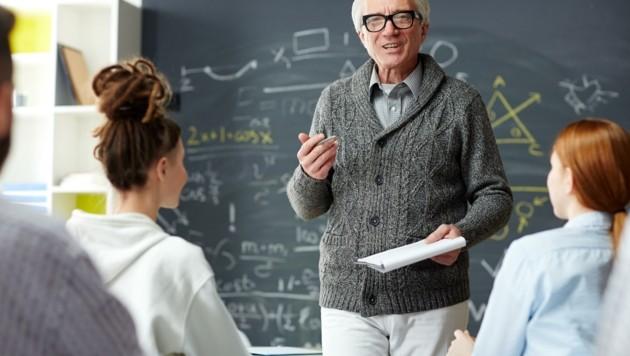 Für jeden dritten Lehrer in Volks- oder Mittelschulen und jeden zweiten Berufsschullehrer ist der Ruhestand in Sichtweite. (Bild: stock.adobe.com)