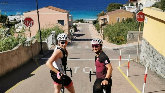 Die Saalbacherin Sabrina Maier (re.) spulte auf Sardinien hunderte Rad-Kilometer ab ... (Bild: Maier)