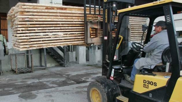 Bauholz wird großteils nur noch ins ferne Ausland exportiert. (Bild: Judt Reinhard)
