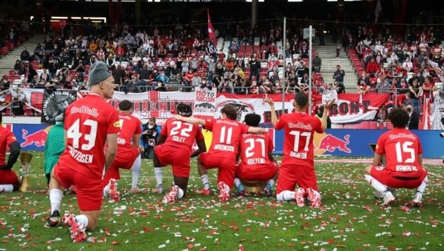 Endlich wieder Fans im Stadion: Die Bullen genossen sichtlich das Bad in der Menge. (Bild: Tröster Andreas)
