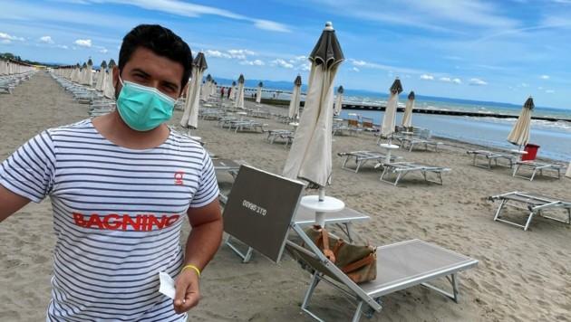 In Grado an der italienischen Adria gilt auch im Freien Maskenpflicht. (Bild: Leitner Tom)