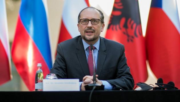Außenminister Schallenberg bei einer Pressekonferenz in Tirana (Bild: APA/BMEIA/MICHAEL GRUBER)