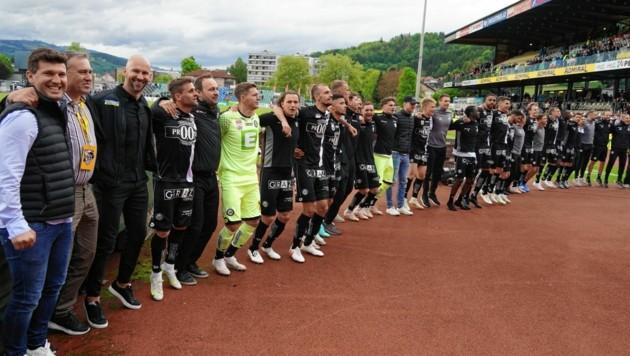 Sportchef Andreas Schicker (li.) und Co. feierten die starke Saison. (Bild: Pail Sepp)
