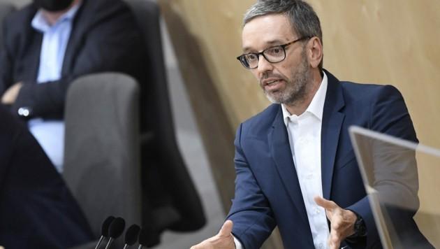 FPÖ-Klubobmann Herbert Kickl erneuerte seinen Anspruch auf die Rolle des Spitzenkandidaten der FPÖ. (Bild: APA/Robert Jäger)