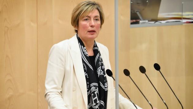 """Eine Whistleblowerin wirft der ÖVP-Justizsprecherin Michaela Steinacker vor, ihre Tätigkeit bei einer damaligen Raiffeisen-Tochter sei eine """"verdeckte Parteispende"""" gewesen. (Bild: Parlamentsdirektion/Johannes Zinner)"""