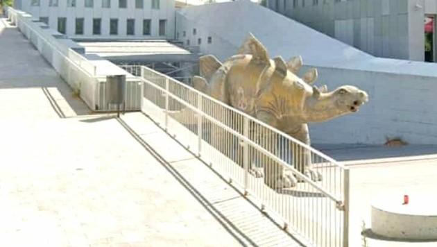Der Tote wurde in einer Stegosaurus-Statue aus Pappmache gefunden. (Bild: Google Maps (Screenshot))