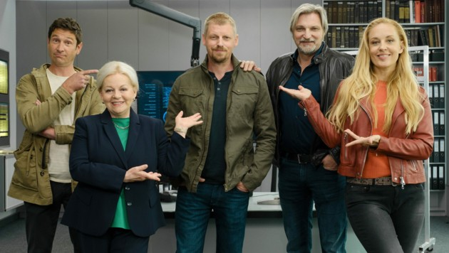 """Andreas Kiendl, Brigitte Kren, """"Zuwachs"""" Martin Gruber, Stefan Jürgens, Lilian Klebow (Bild: ORF)"""