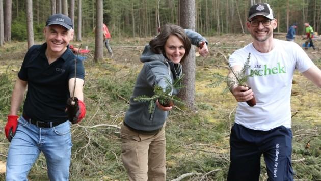 """Das Kernteam von """"Waldsetzen.jetzt"""": Thomas Göttinger, Viktoria Hutter und Manfred Ergott (Bild: Plattform Waldsetzen.jetzt)"""