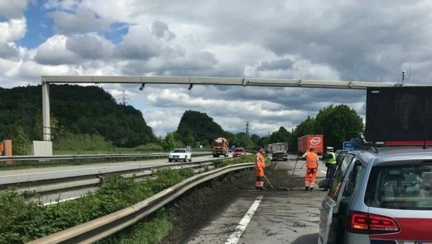 Die Unfallstelle auf der A14 kurz vor der Ausfahrt Götzis/Koblach. (Bild: Polizei Vorarlberg)