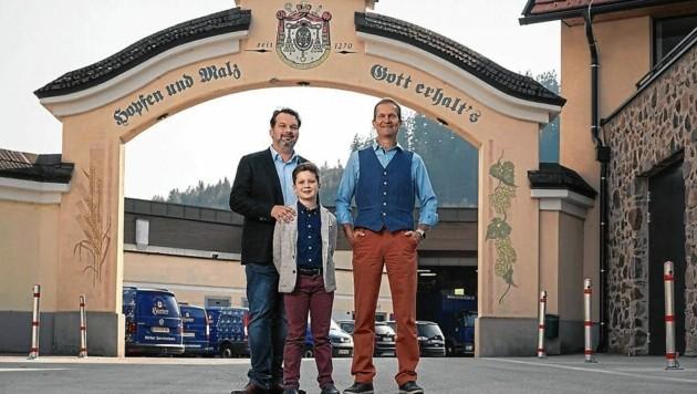 Hirter Brauerei: Niki Riegler, Klaus Möller und die nächste Generation freuen sich (Bild: tinefoto.com   martin steinthaler)