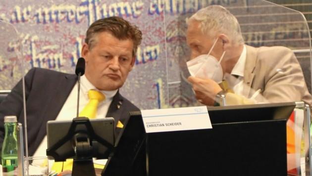 Erster Gemeinderat nach der Angelobung in Klagenfurt: Bürgermeister Christian Scheider undVize Jürgen Pfeiler müssen wegen Corona sparen. (Bild: Rojsek-Wiedergut Uta)