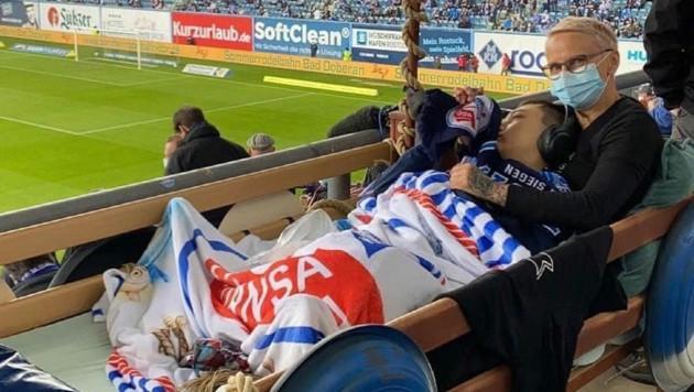 Tristan durfte seine Mannschaft Hansa Rostock im Stadion bejubeln. (Bild: Intensivpflege Ostsee)