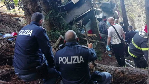 Ermittlungen nach dem Seilbahnunglück am Lago Maggiore (Bild: AFP)