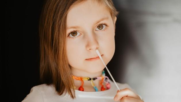 In Schulen hat man bisher auf die Antigen-Schnelltests gesetzt (Symbolbild). (Bild: ©winterimages - stock.adobe.com)