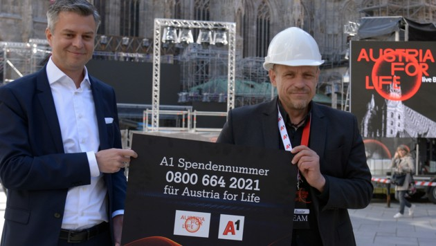 Gery Keszler und A1-Chef Thomas Arnolder am Wiener Stephansplatz (Bild: APA/HERBERT PFARRHOFER)