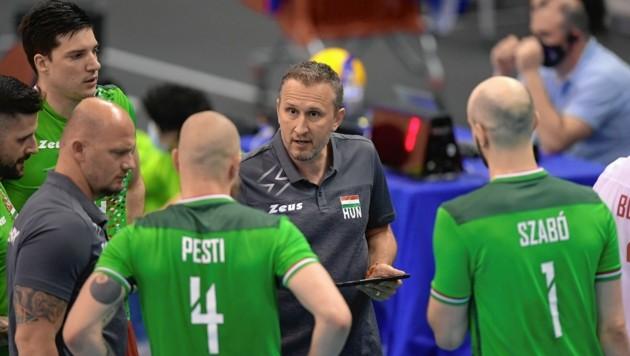 Aktuell ist Robert Koch (Mi.) mit dem ungarischen Nationalteam in Luxemburg. Nächste Saison steht er weiterhin als Trainer an der Seitenlinie des UVC Graz. (Bild: EPA)