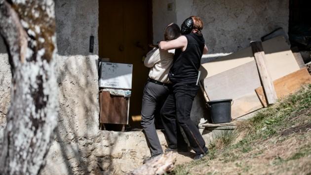 Die nachgestellten Szenen des Überfalls auf den 87-Jährigen wurden am Originalschauplatz gedreht. (Bild: ServusTV/Daniel Götzhaber)