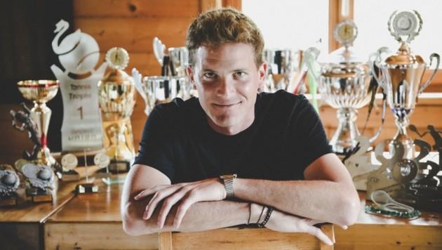 """""""Viele Pokale hab' ich meinen Tennis-Schülern geschenkt"""", sagt Gabriel Schmidt. (Bild: Tröster Andreas)"""