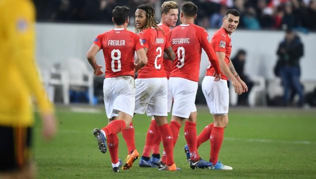 Remo Freuler, Kevin Mbabu Xherdan Shaqiri, Nico Elvedi, fHaris Seferovic und Granit Xhaka (Bild: AFP/Fabrice Coffrini)