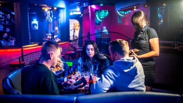 Trotz Verbot wurde im Apollon bereits gefeiert - Gäste und Personal konnten nach langer Zeit wieder Disco-Luft einatmen! (Bild: Imre Antal)
