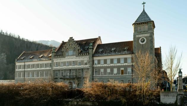 Der Schauplatz: das Vorarlberger Landesgericht in Feldkirch (Bild: DIETMAR STIPLOVSEK / APA / picturedesk.com)