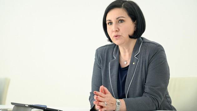Sparkasse-OÖ-Vorstandschefin Stefanie Christina Huber. (Bild: Alexander Schwarzl)