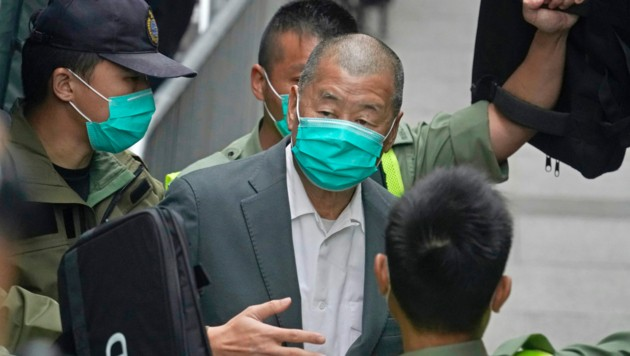 Nach dem Prozess wird der Medien-Mogul Jimmy Lai abgeführt. (Bild: Associated Press)