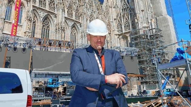 Gery Keszler beim Stephansdom vor der Mega-Charity (Bild: Starpix / Alexander Tuma)