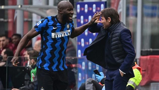 Romelu Lukaku (li.) und Antonio Conte (Bild: APA/AFP/MIGUEL MEDINA)