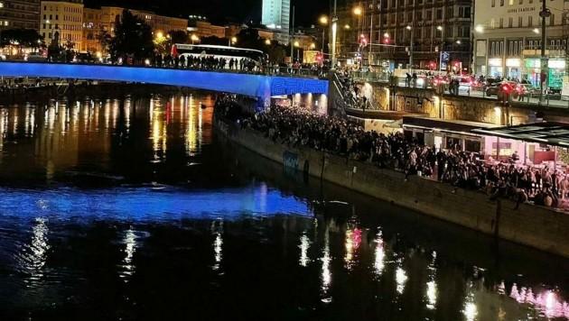 Weit nach 23 Uhr: Trotzdem feierten die Massen am Donaukanal (Bild: Katrin G.)