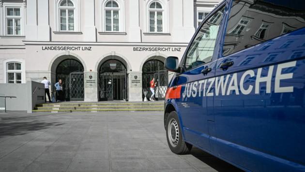 Das Landesgericht Linz (Bild: Alexander Schwarzl)
