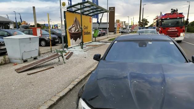 Die Bushaltestelle in Felixdorf wurde demoliert. (Bild: APA/FEUERWEHR FELIXDORF)