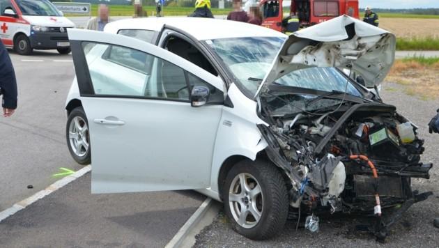 Drei Verletzte forderte die Kollision zweier Autos auf der Kreuzung der B5 in Großeberharts (Bild: BFK WT / St. Mayer)