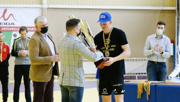 """Hards Neuzugang Karolis Antanavicius wurde bei seinem bisherigen Verein Vilniaus VHC Šviesa ausgezeichnet. (Bild: Vilniaus """"VHC Šviesa"""")"""