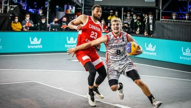 Momo Lanegger (am Ball) und Österreich schieden leider aus. (Bild: Basketball Austria)