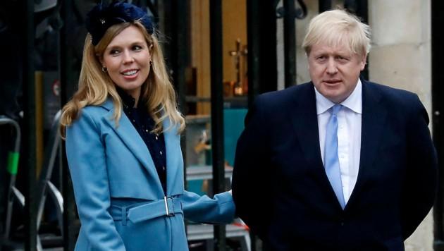 Premierminister Boris Johnson und seine Freundin Carrie Symonds haben geheiratet. (Bild: APA/AFP/Tolga AKMEN)