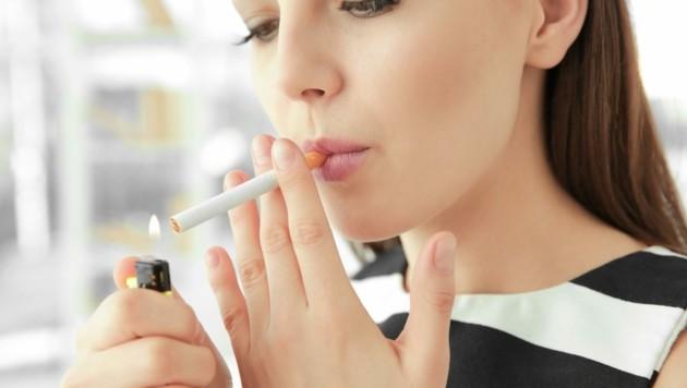 Nicht nur die eigene Gesundheit leidet durchs Rauchen, man schädigt auch die der Mitmenschen. (Bild: stock.adobe.com)
