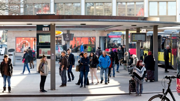 Der Bahnhofsvorplatz ist einer der meistfrequentiertesten Orte in Vorarlberg. (Bild: Mathis Fotografie )