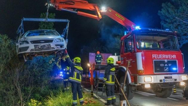 Der 24-jährige Lenker floh nach diesem Unfall in Reichenau. (Bild: Einsatzdoku.at)