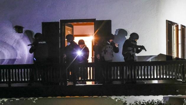 Polizei-Einsatz in der Nacht zum 6. Mai in Wals (Bild: Tschepp Markus)