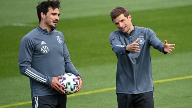 Mats Hummels (li.) und Thomas Müller (Bild: APA/AFP/Christof STACHE)