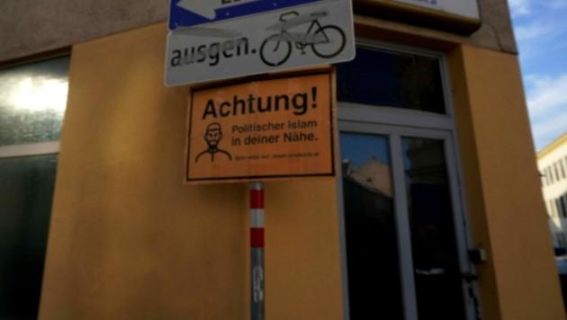 """Eines der Schilder, angebracht in der Murlingergasse in Wien-Meidling (Bild: """"Krone""""-Leserreporter Pavel V.)"""