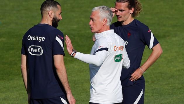 Didier Deschamps, mit Karim Benzema und Antoine Griezmann. (Bild: AP/Francois Mori)