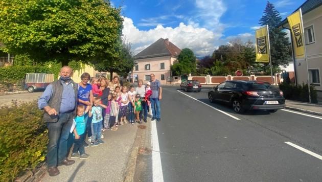 Eltern aus Guttaring setzen sich für Sicherheit am Schulweg ein - bisher vergeblich. (Bild: Elisa Aschbacher)