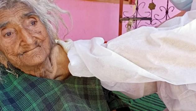 Rehtee Begum ist eigenen Angaben zufolge 124 Jahre alt. (Bild: twitter.com/DCBaramulla)